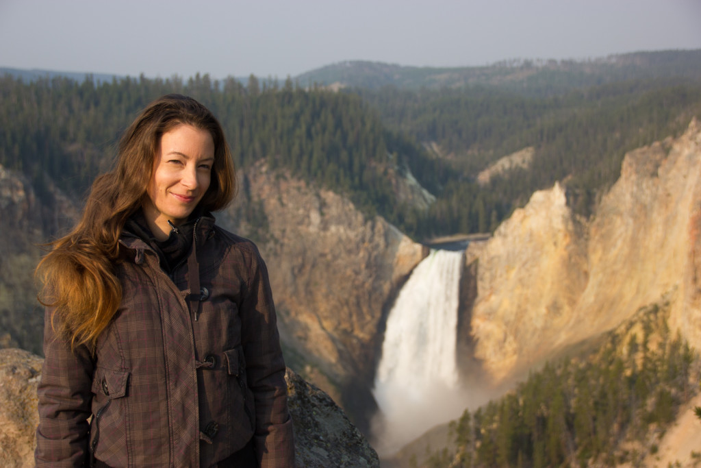 Janina in front of the Lower Falls in the Yellowstone Canyon